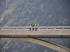 Zwaaien vop de brug