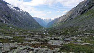 Strynefjelsvegen in bergkom in Noorwegen